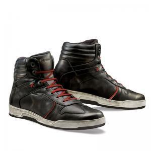 Stövlar och skor